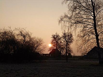 FOTKA - Dnešní ráno se sluncem jako ohnivá koule