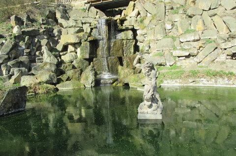 FOTKA - Kinského zahrada: Barokní pískovcová socha Herkula