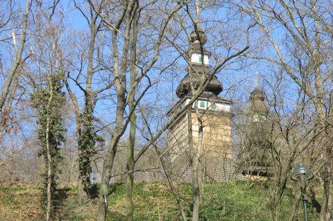 FOTKA - Kinského zahrada: dřevěný kostelík svatého Michala z Podkarpatské Rusi
