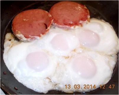 FOTKA - salám a vejce