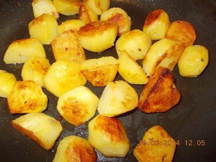 FOTKA - opékané brambory na pánvi