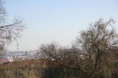 FOTKA - Kinského zahrada - výhled až na Žižkovskou věž