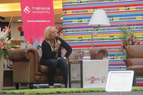 FOTKA - Knižní Festival - autogramiáda :  Marie Poledňáková