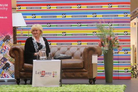 FOTKA - Knižní Festival - autogramiáda :  Dagmar Kludská