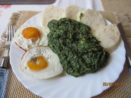 FOTKA - Špenát z medvědího česneku, knedlík a vejce