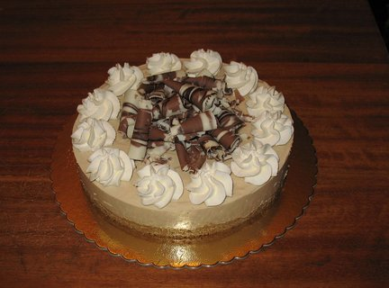 FOTKA - Nepečený tvarohovo-kávový dort s čokoládovými hoblinkami