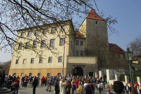 FOTKA - Pražský hrad zahájil letni sezónu otevřením nejvýznamnějších  objektů zdarma