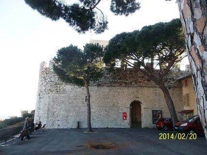 FOTKA - Únor..Canes.. hrad