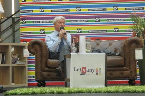 FOTKA - Knižní Festival - autogramiáda :  Ladislav Špaček