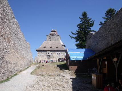 FOTKA - nádvoří hradu Kašperk