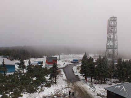 FOTKA - rozhledna na Klínovci - už jde zase mlha