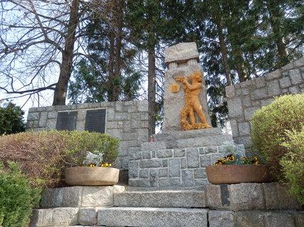 FOTKA - Památník obětem světových válek v Praze-Petrovicích