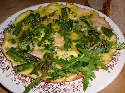 FOTKA - Zelená omeleta s chřestem a uzeným lososem