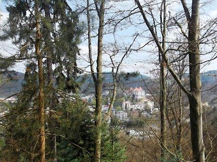 FOTKA - Pohled z lesa na K.V.