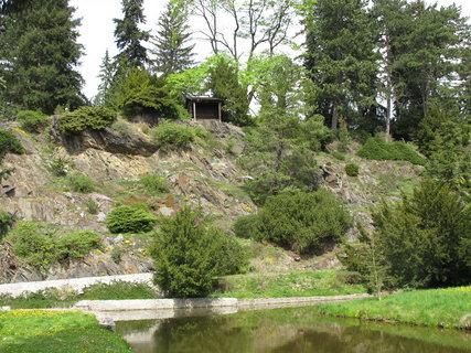 FOTKA - Průhonický park  je cenný i dendrologicky, jako sbírka domácích a cizokrajných dřevin – okolo 1600 druhů