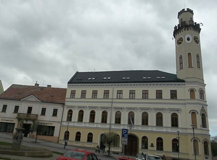 FOTKA - Radnice v Klášterci nad Ohří není křivá, to já jen špatně fotila