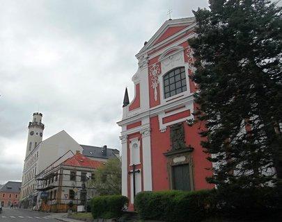 FOTKA - Radnice a kostel v Klášterci nad Ohří