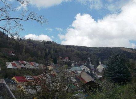 FOTKA - Pohled z kopce na J�chymov k n�m�st�