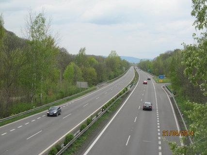 FOTKA - Na mostě nad dálnicí
