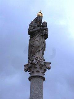 FOTKA - Ostrov nad Ohří..náměstí..detail ze sloupu