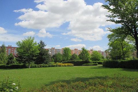 FOTKA - Park před obchodním  centrem - před sídlištěm