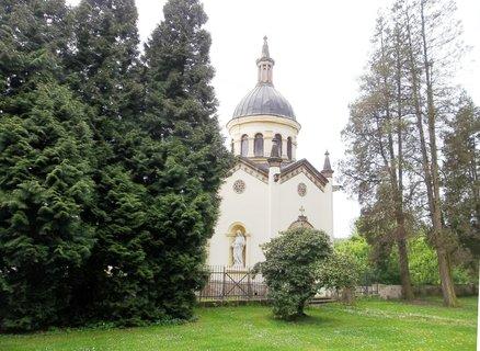 FOTKA - Česká Kamenice, hrobka rodiny Preidl