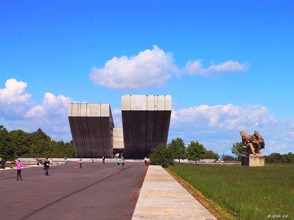 FOTKA - Památník  ostravské operace  HRABYNĚ