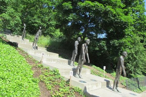 FOTKA - Cesta na Petřín -  Pomník obětem komunismu