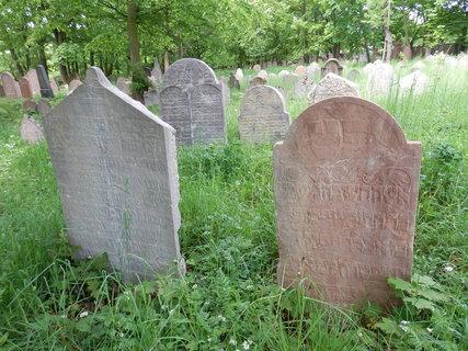 FOTKA - Liteň - židovský hřbitov, který je jedním z nejstarších dochovaných v České republice (založen v 17 století).
