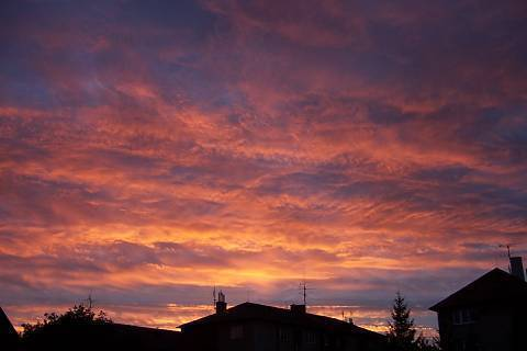 FOTKA - západ slunce u nás na dvoře