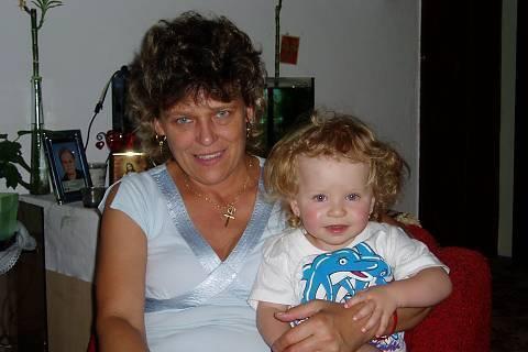FOTKA - babička s vnučkou