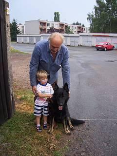 FOTKA - pejsek,dědeček a Valentýnka...