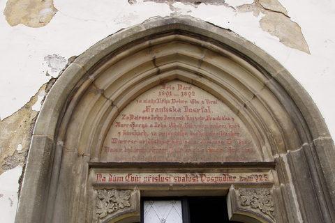 FOTKA - Slatiňany, okr. Chrudim, portál kostela
