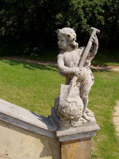 FOTKA - socha v zámeckém parku  - v Lysé nad Labem 3)