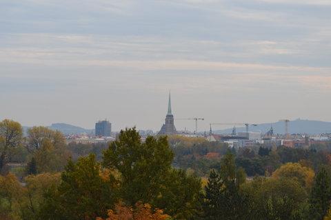 FOTKA - Plzeňská věž v dálce