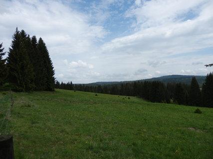 FOTKA - dnes jen pastviny připomínají zaniklé obce...toulání Šumavou přímo po hranici