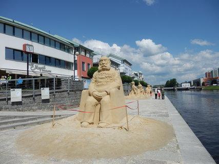 FOTKA - letošní sochy na téma Písek za císaře pána