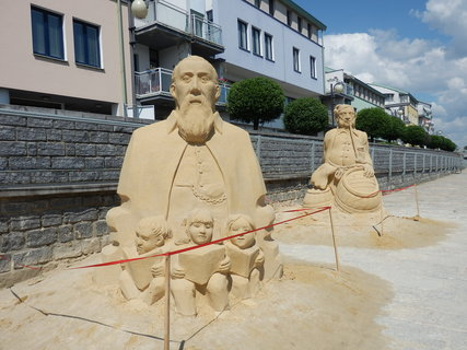 FOTKA -  sochy z písku v Písku 2014 (na téma Písek za císaře pána) první český starosta Písku Tomáš Šobr