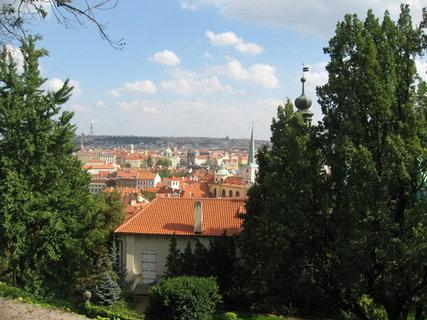 FOTKA - Výhledy ze zahrad pod Pražským hradem - vidíme mosteckou věž u Karlova mostu