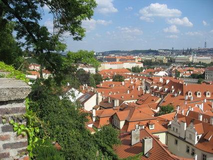 FOTKA - Výhledy ze zahrad pod Pražským hradem - vidíme  až na Vítkov