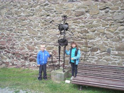 FOTKA - Malí strážci sochy