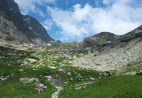 FOTKA - Velickou dolinou..ještě je na skalách sníh