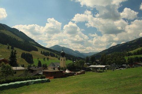 FOTKA - Montelino stezka v Saalbachu - Saalbach od Kohlmaisu