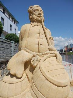 FOTKA - Písek 2014 - socha zakladatele slavné restaurace U Reinerů Augustina Reinera