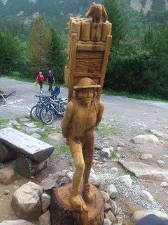 FOTKA - Vysoké Tatry - dřevěná socha u Popradského Plesa