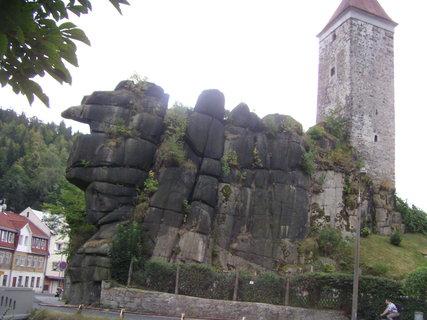 FOTKA - Zbytky hradu na skále