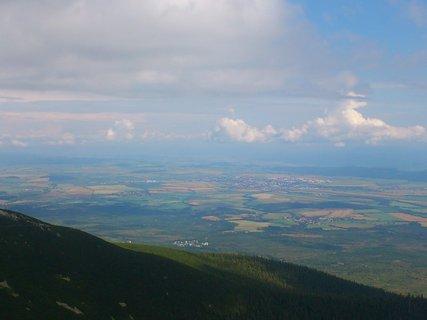 FOTKA - Vysoké Tatry -  v dáli Poprad