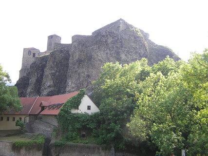 FOTKA - hrad Střekov - pohled zdola