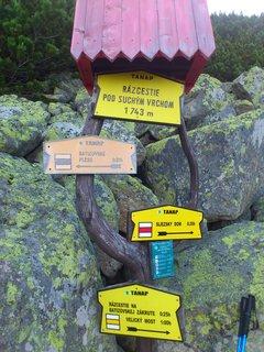 FOTKA - Vysoké Tatry -  rozcestí pod Suchým vrchem, cedule