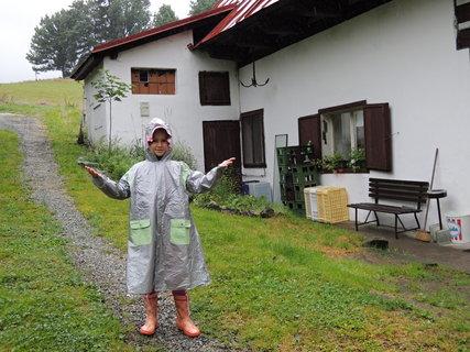 FOTKA - ještě prší, no a co? pláštěnka to jistí